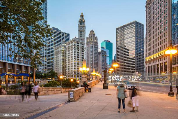 twilight in chicago - downtown stock pictures, royalty-free photos & images
