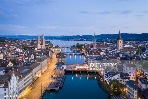 twilight over zurich old town along the limmat river  in switzerland largest city - チューリッヒ ストックフォトと画像