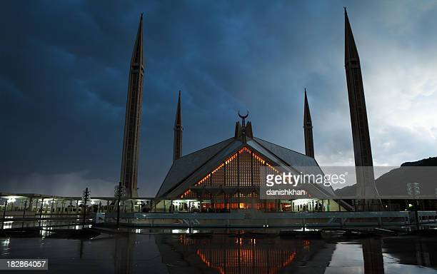 twilight shah faisal mosque islamabad pakistan - islamabad stock pictures, royalty-free photos & images