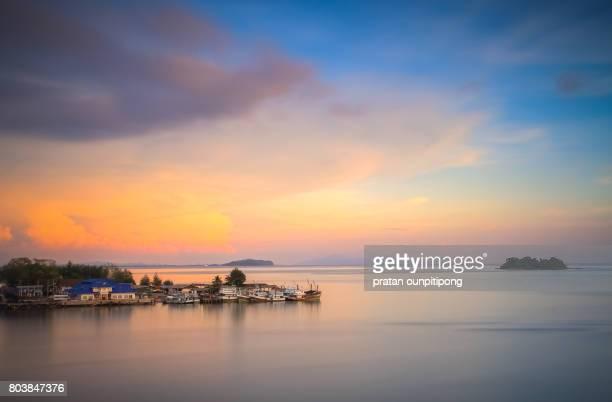 twilight sky over the horizon - chanthaburi sea stock pictures, royalty-free photos & images