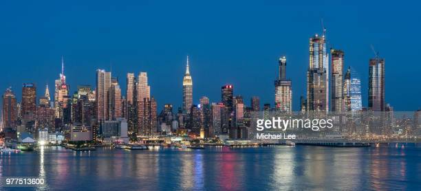 twilight view of midtown manhattan - new york - hudson yards stock pictures, royalty-free photos & images