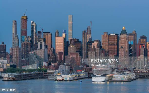 twilight view of midtown manhattan - new york - new jersey bildbanksfoton och bilder
