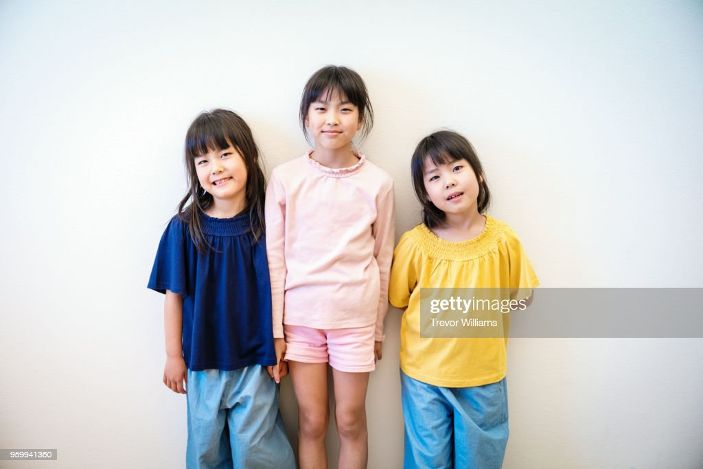 Twin girls with their older sister : Stock-Foto