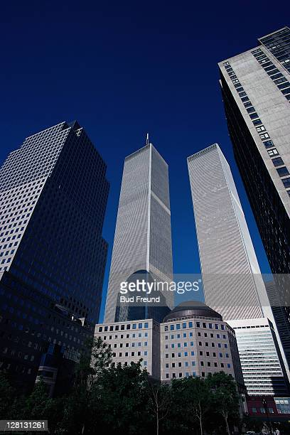 uscit032 twin towers, nyc - twin towers manhattan stock photos and pictures
