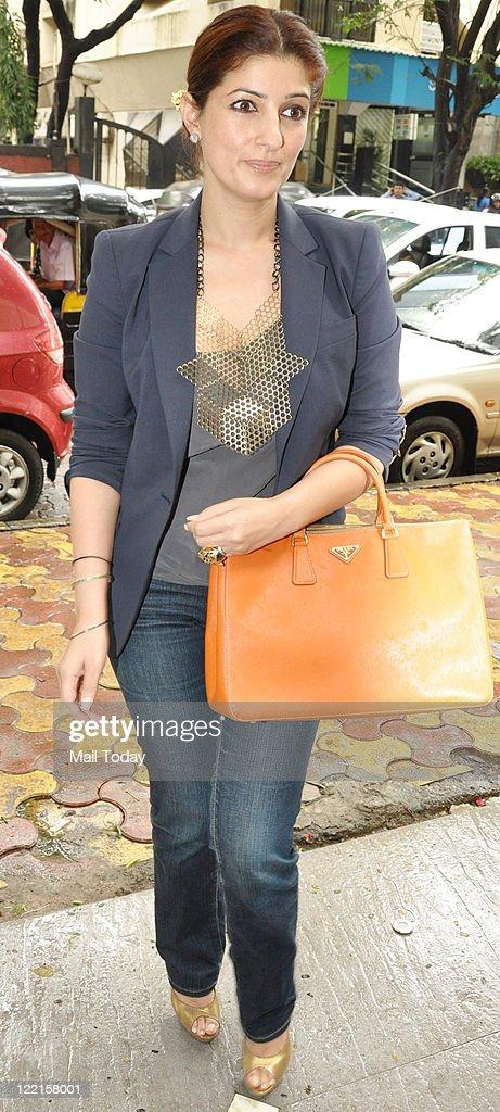 Twinkle Khanna at Neelam Kothari`s store launch at Khar Mumbai on August 25 2011