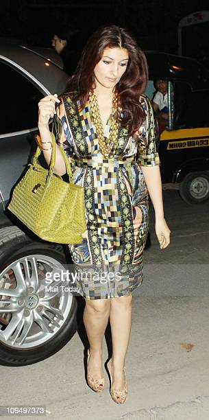 Twinkle Khanna at the launch of Suzanne Roshan's 'The Charcoal' project at Andheri Mumbai on February 272011