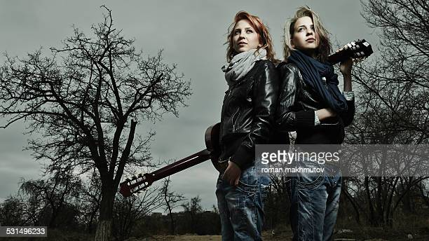 twins band - girl band stock pictures, royalty-free photos & images