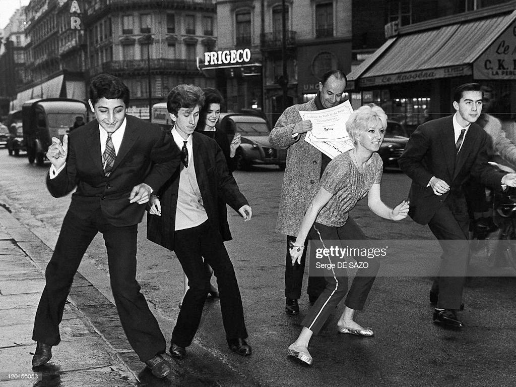Twist In Paris, France In 1962 - : News Photo