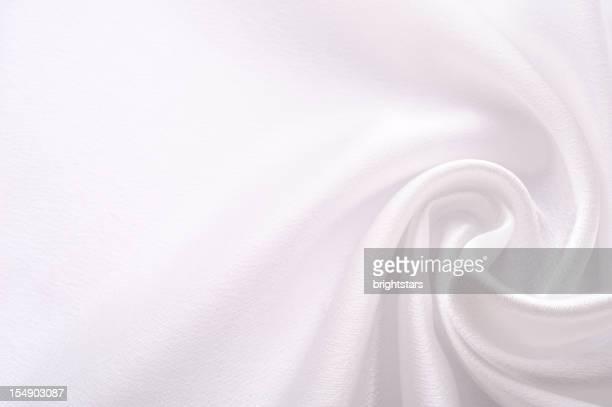 ねじれたホワイトのサテン
