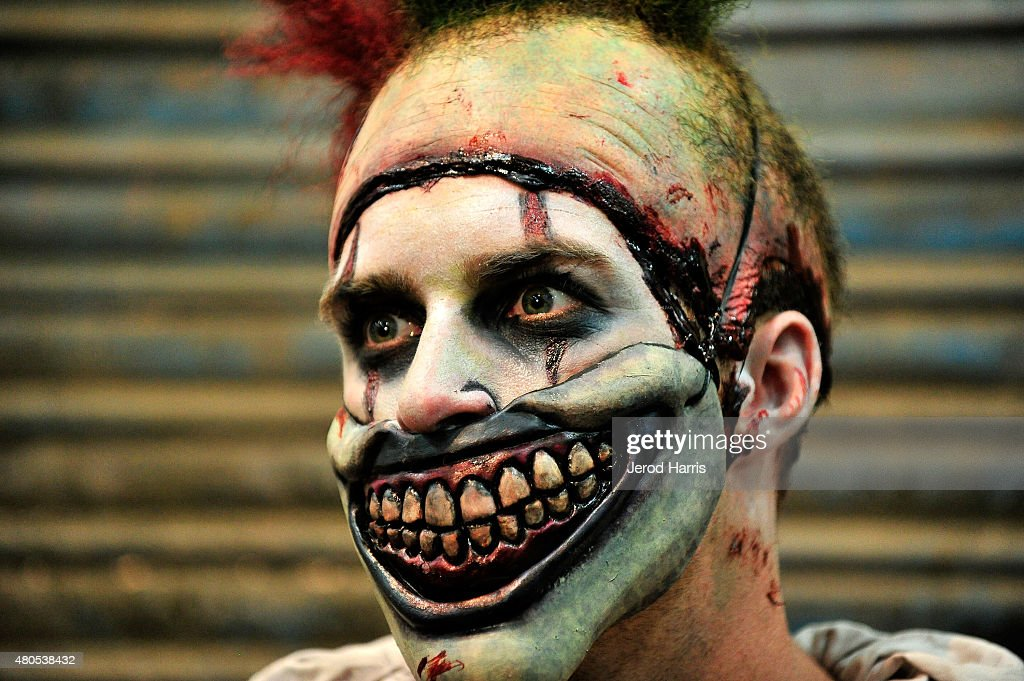"""Comic-Con International 2015 - Twisty The Clown From """"American Horror Story"""" Comes To Comic-Con : News Photo"""