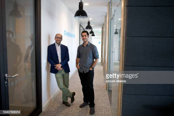 Twitter CEODick Costolo and Kayvon Beykpour founder and CEO of Periscope pose in an offices of Twitter Germany in Hamburg Germany 29 June 2015 PHOTO...