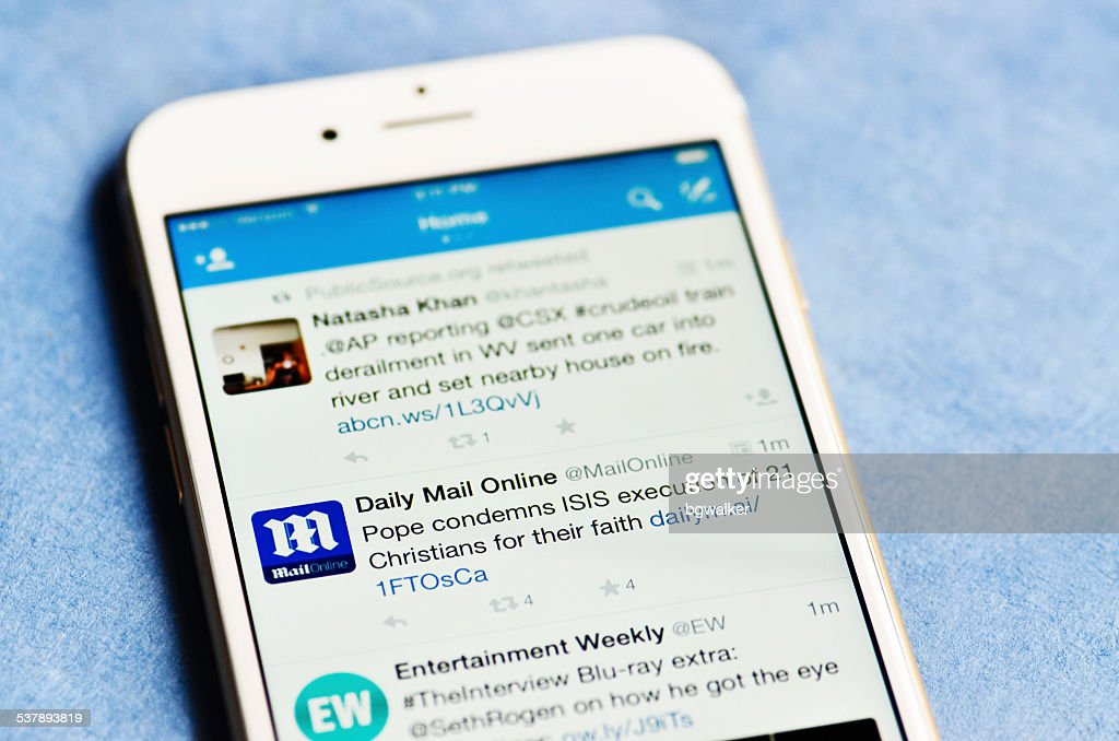 Twitter on iPhone 6 : Foto de stock
