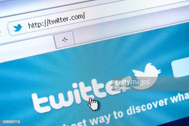 twitter página web en el navegador - mensajería instantánea fotografías e imágenes de stock