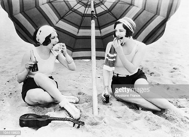 Two Actress Tasting Hamburgers At Club Casa Del Mar Beach