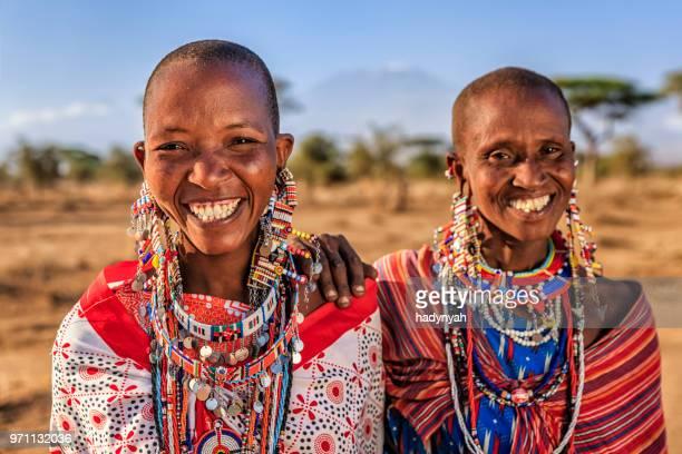 deux femme africaine de l'afrique de la tribu, kenya, massaï - masai photos et images de collection