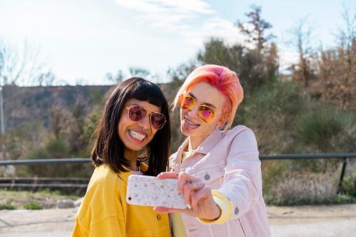 Two alternative friends taking selfie - gettyimageskorea