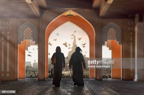 two arab women in a suck - middle east stock pictures, royalty-free photos & images