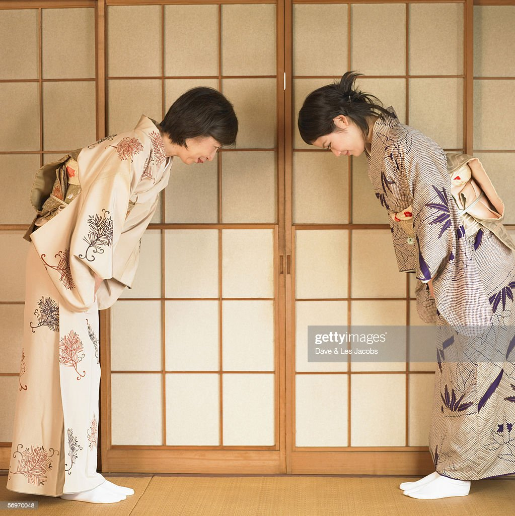 Two Asian women bowing : ストックフォト