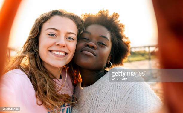 two best friends making a selfie outdoors - black and white photos et images de collection