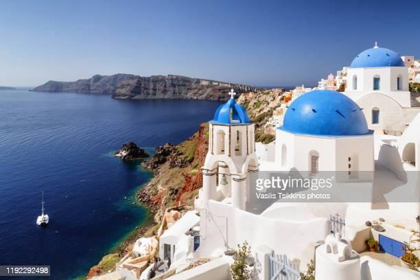 two blue domes of oia - oia santorini foto e immagini stock