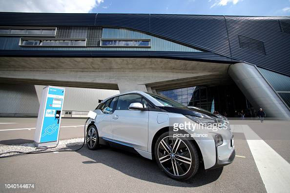 Two Bmw I3 Electric Cars In Front Of The Bmw Factory In Leipzig News Photo Getty Images