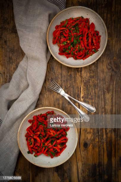 two bowls of bell pepper salad - larissa veronesi stock-fotos und bilder