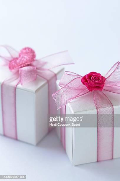 two boxes of chocolates with pink ribbon, close-up - heidi coppock beard fotografías e imágenes de stock