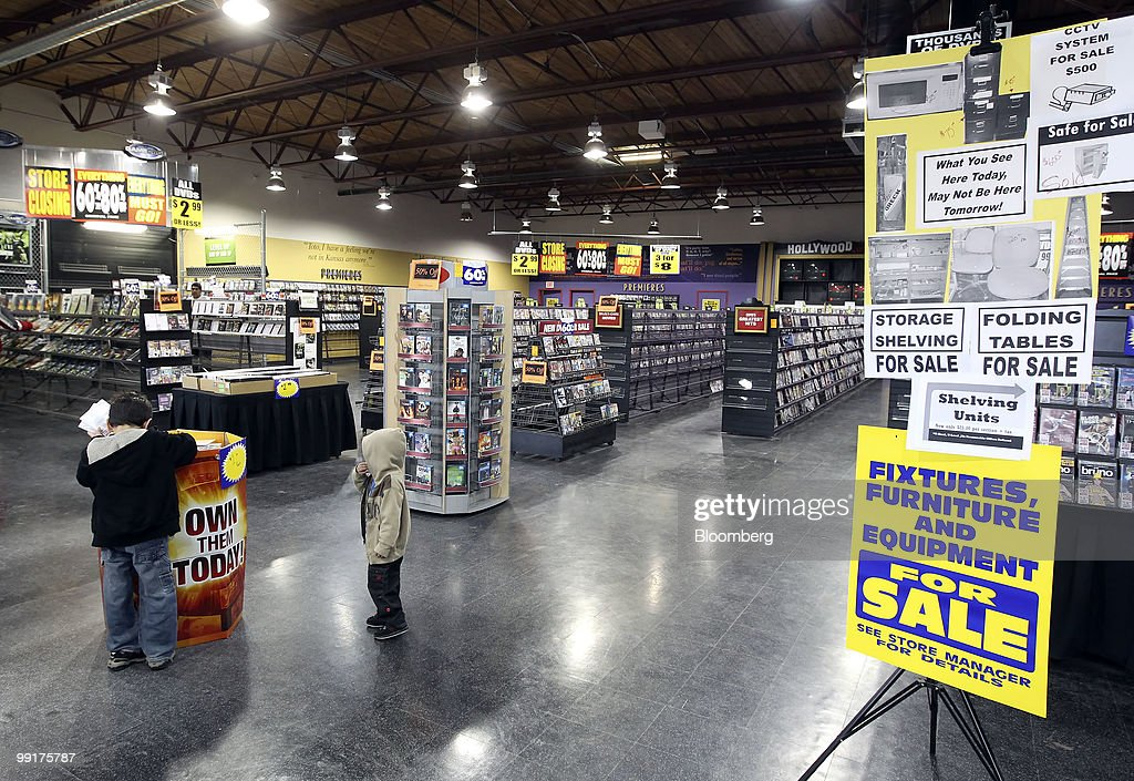 Movie Gallery Plans to Close Operations, Liquidate Assets : News Photo