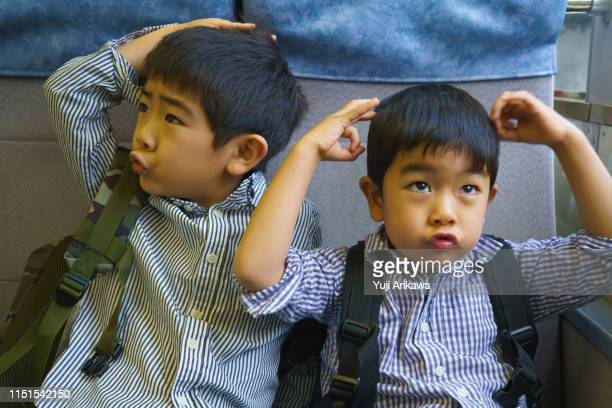 two boys on the train are in good cheer - 4歳から5歳 ストックフォトと画像