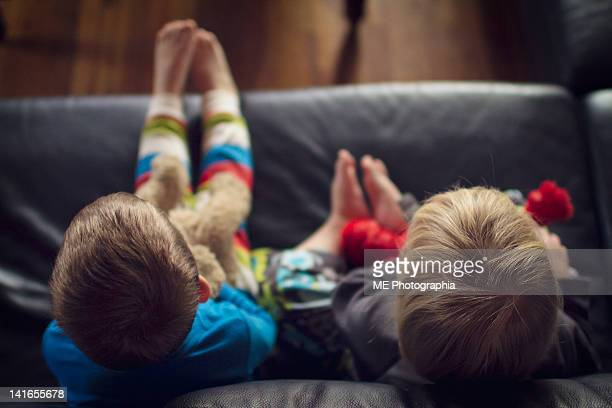 two boys sitting on couch - pomona new york state stock pictures, royalty-free photos & images