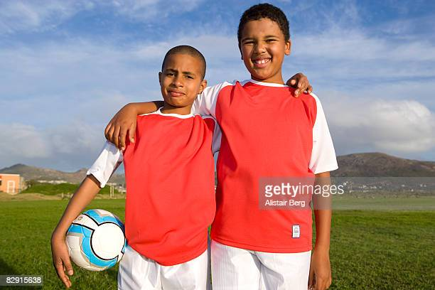 two boys with football - sportuniform stockfoto's en -beelden