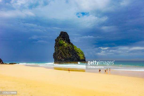 two brothers rock formation at cacimba beach. one of the longest beaches in fernando de noronha, is a must go in the island, especially for surfers. - crmacedonio stock pictures, royalty-free photos & images
