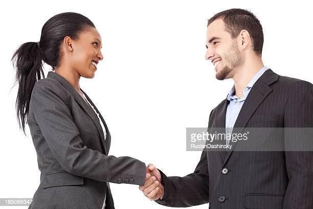 Porträt von zwei erfolgreiche Partner handshaking nach schließen einen deal