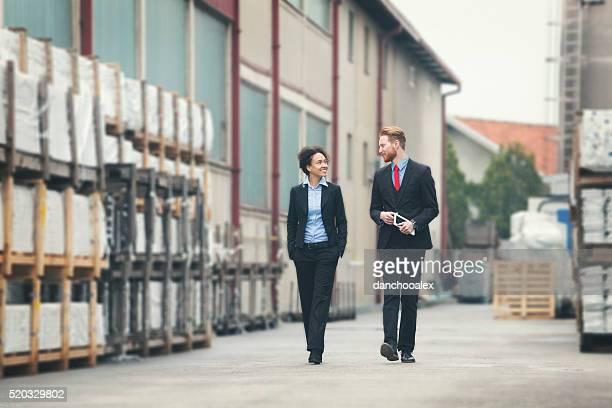 Zwei Geschäftsmann durch StorageHouse