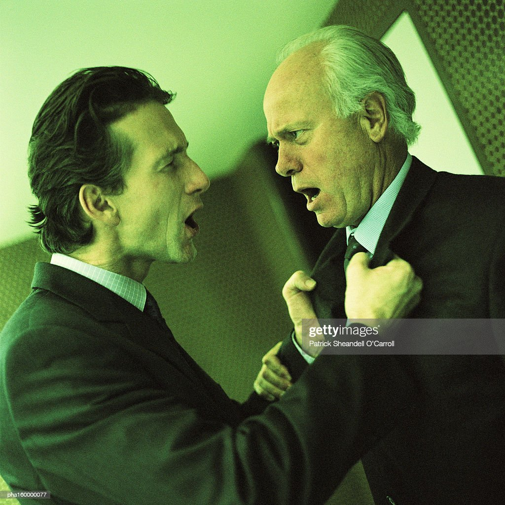 Two businessmen arguing, side view. : Stockfoto