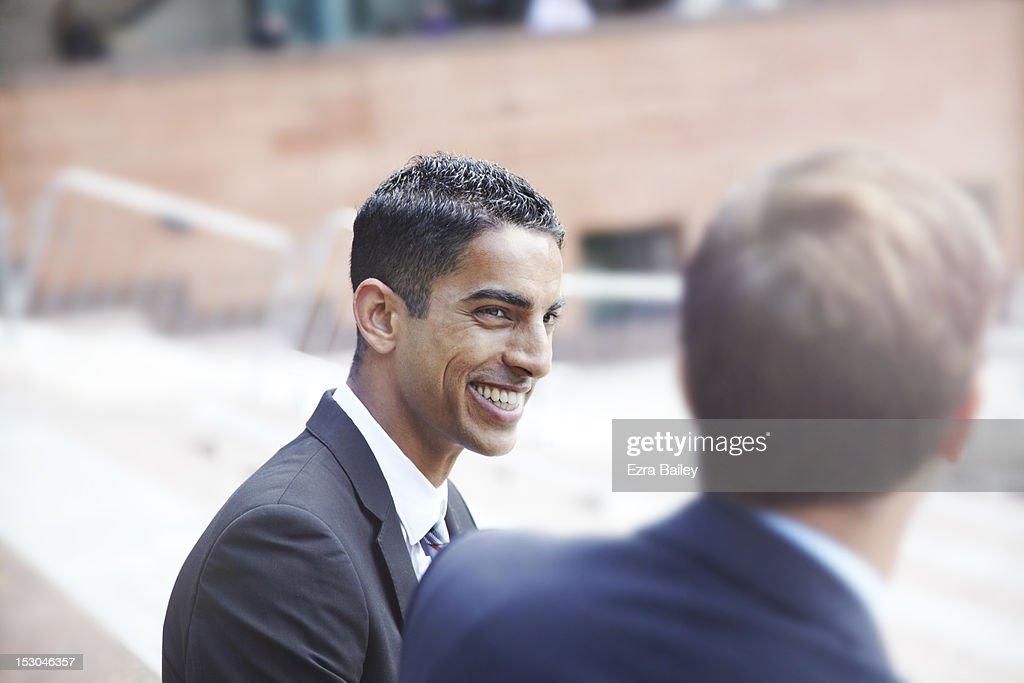 Two businessmen chatting outside : Foto de stock