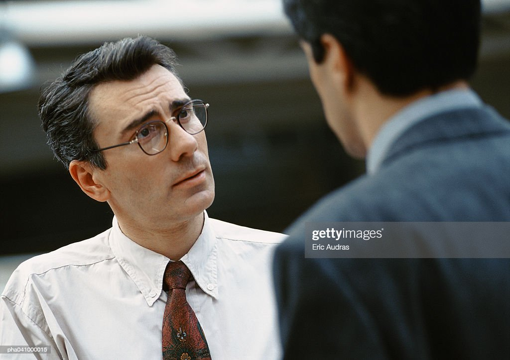 Two businessmen standing face to face : Stockfoto