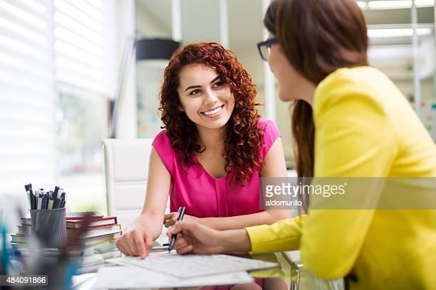 2 つの businesswomen 協力
