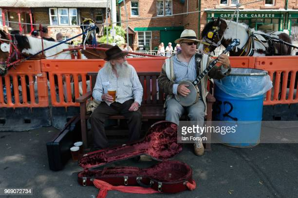 Two buskers entertain visitors on the first day of the Appleby Horse Fair on June 7 2018 in Appleby EnglandThe fair is an annual gathering for Gypsy...