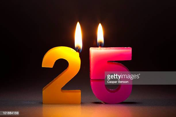 two candles in the shape of the number 25 - jahrestag stock-fotos und bilder