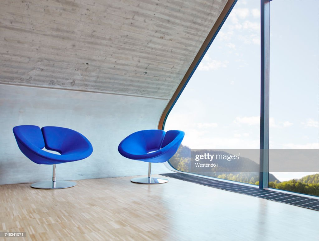 Two chairs in empty attic office : Stock-Foto