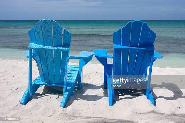 椅子 2 脚のビーチアルバ - オランダ領リーワード諸島 ストックフォトと画像