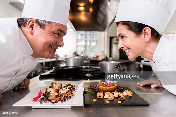 due chef concorrenza - competizione foto e immagini stock