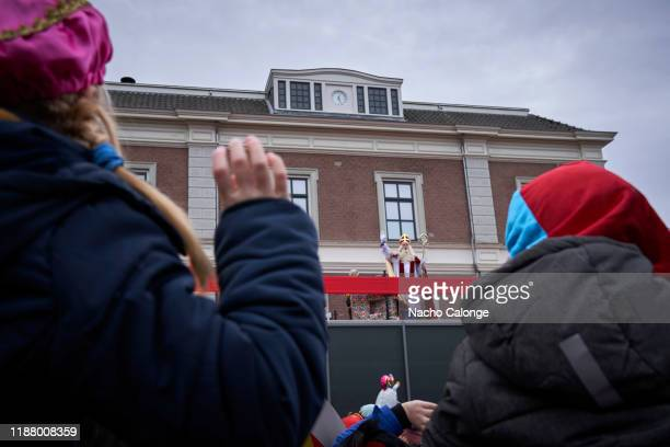 Two children greet Sinterklaas on his arrival in Apeldoorn on November 16 2019 in Apeldoorn Netherlands Between strong security measures Sinterklaas...