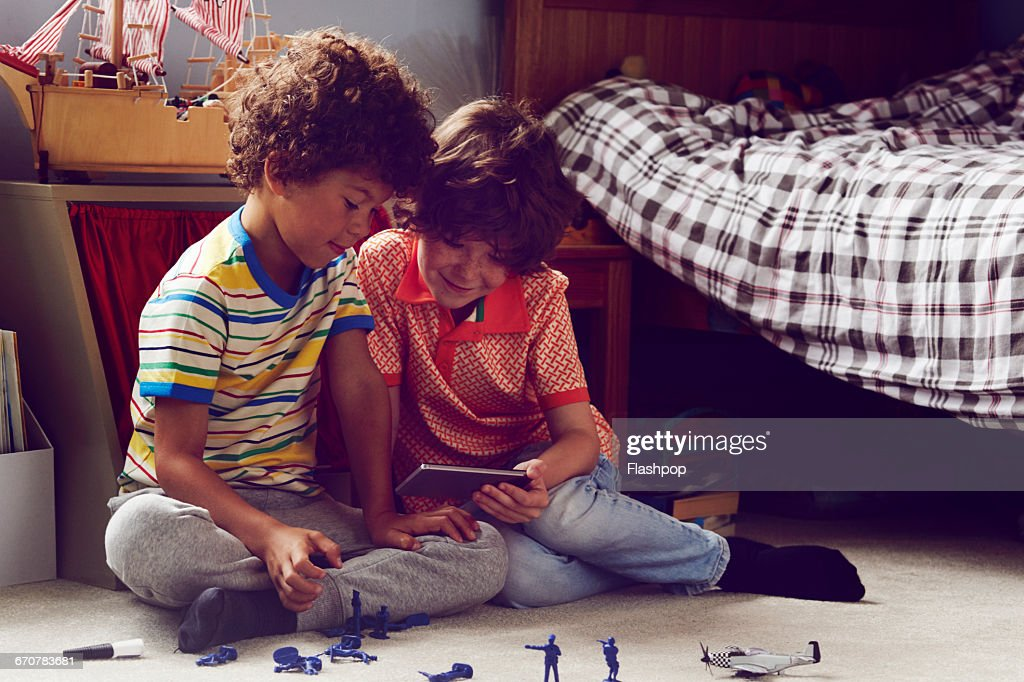 Two children working together to make things : Stock Photo