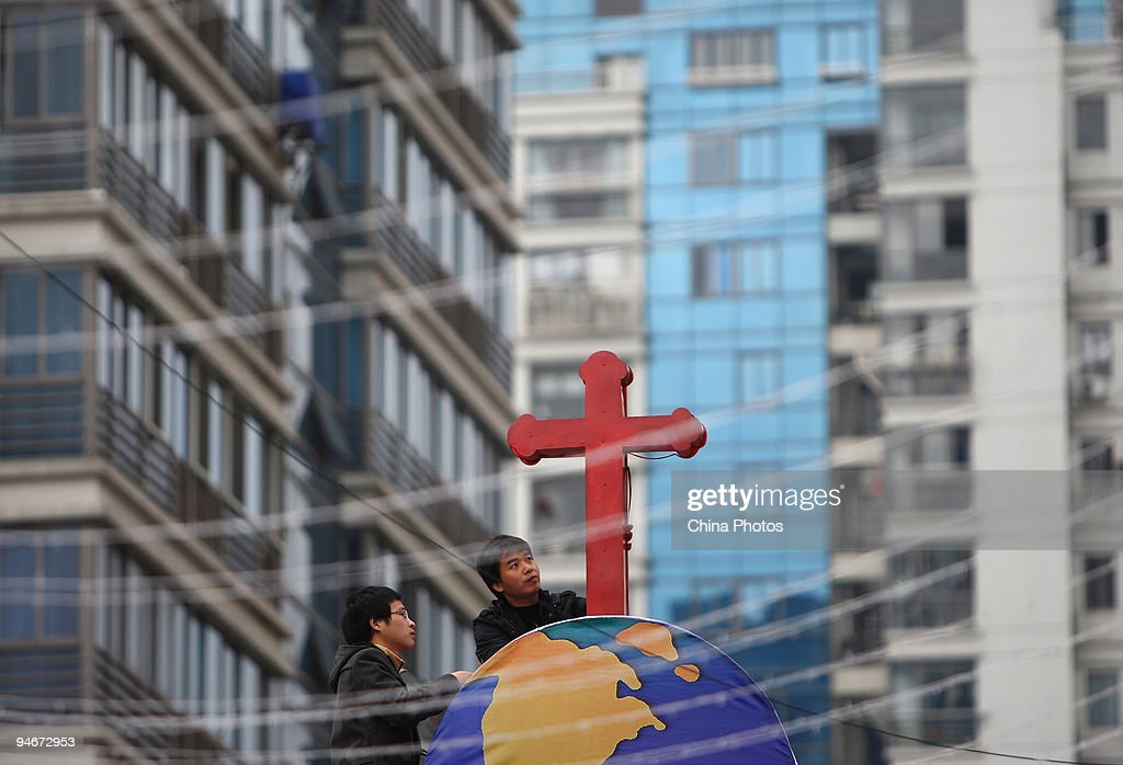 Chinese Prepare For 2009 Christmas : News Photo