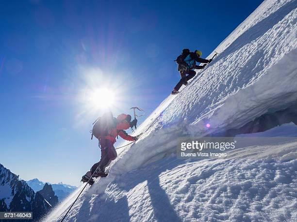 two climbers on a snowy slope - ausdauer stock-fotos und bilder