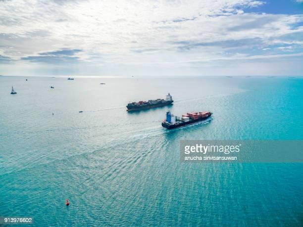 two container ship container cargo run pathway in sea. - comercializando - fotografias e filmes do acervo