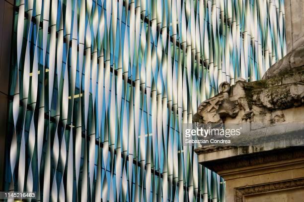 two contrast steel architecture adjacent building, london, uk - international match photos et images de collection
