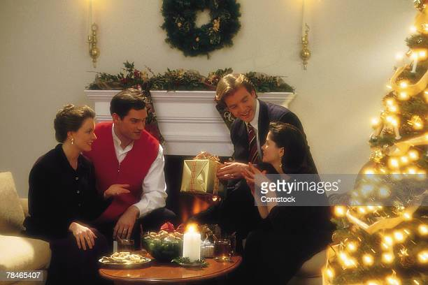 two couples celebrating christmas together - 1990 1999 photos et images de collection